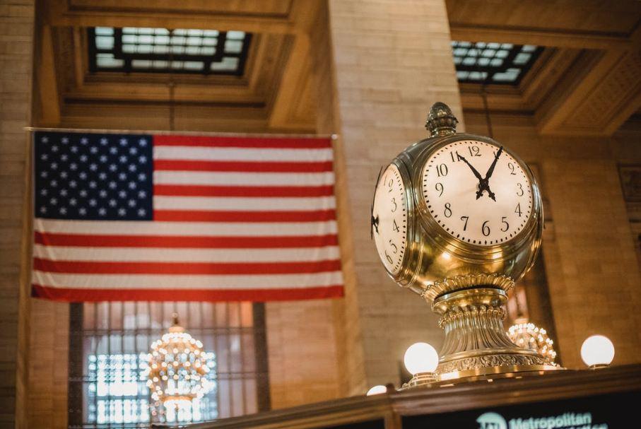 vintage-clock-against-american-flag